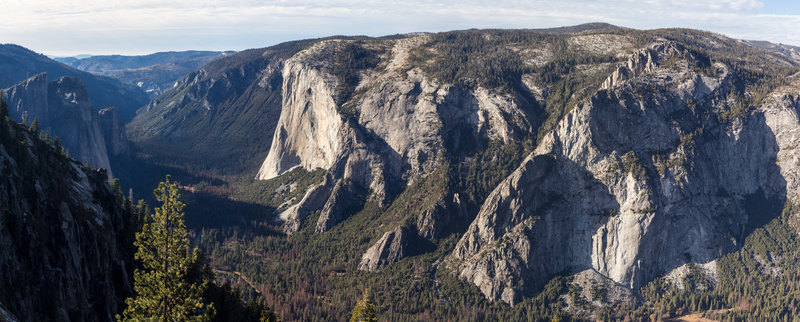Yosemite Valley and El Capitan from the rim on Pohono Trail