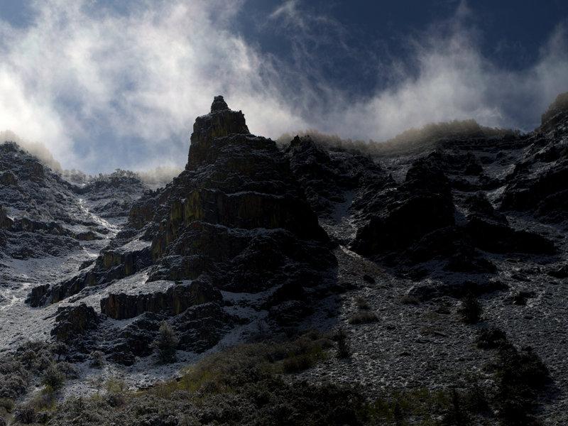 Snow being blown off the ridge above Little Blitzen Canyon