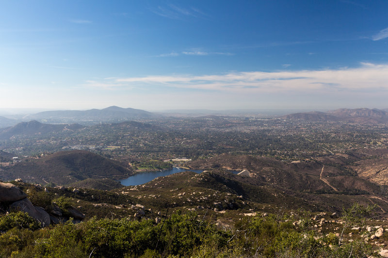 From the viewpoint on Mount Woodson Trail you can not only see Lake Poway but also get a glimpse of the ocean.