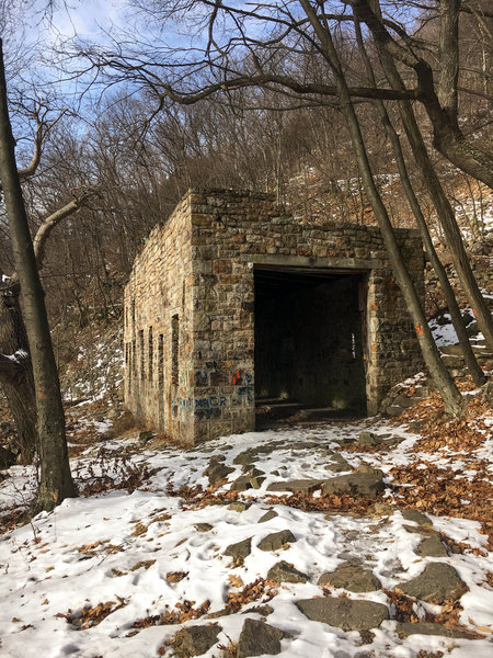 The old stone train shed on the trail towards the Ledge Quarry.