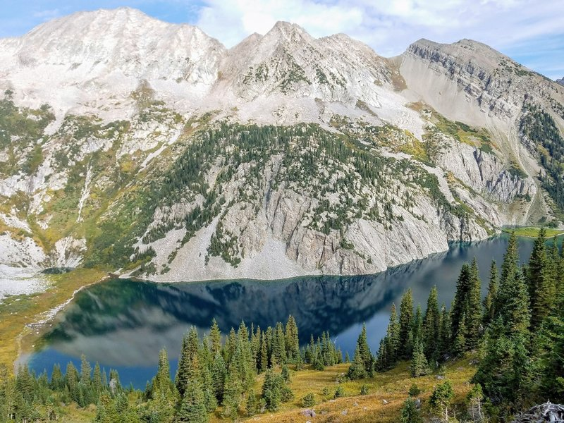 One of the many amazing high country lake views found on the Four Pass Loop.