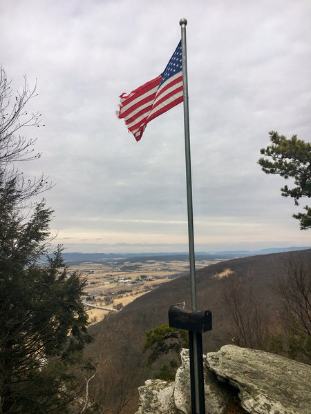 Flag at the end of the Flag Lookout over Dark Hollow Trail.