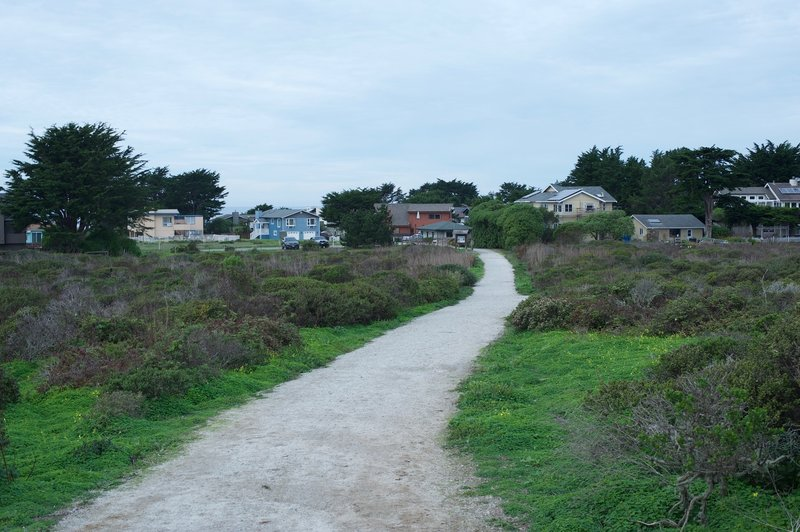 Looking back toward the parking lot on Bernal Ave.   You can see the homes of Moss Beach in the area.