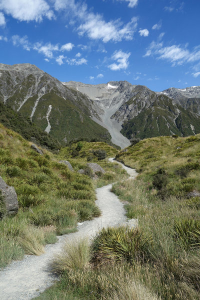The Tasman Glacier track gives the impression that it might become steep before turning left