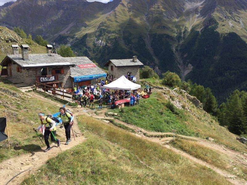 Refuge Bertone aid station at 15 km