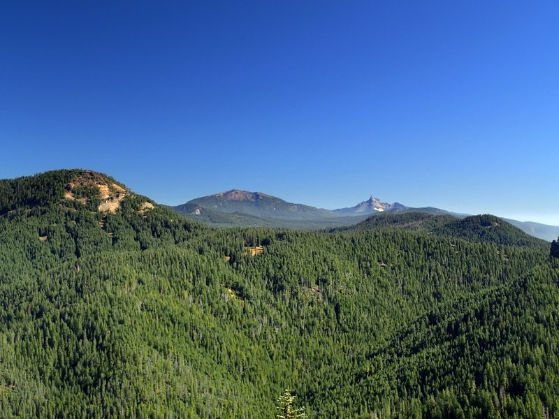 Rattlesnake Mountain (L), Mount Bailey (C), and Mount Thielsen (R) from Rocky Ridge.