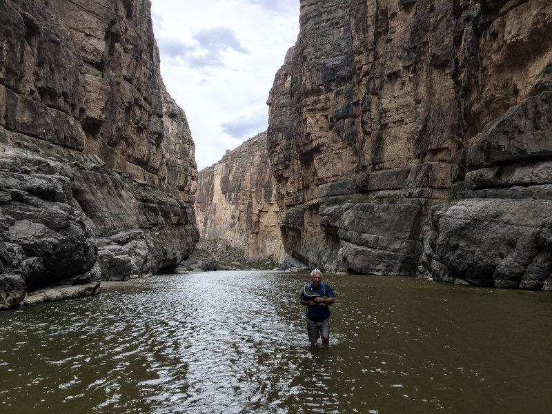 hiking Rio Grande River beyond trail