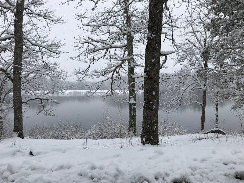 Late season snow around Spaulding Pond