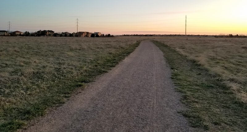 Here we're looking eastward. The hard-packed pea-gravel surface is a pleasure to run/walk on. The entire trail looks basically like this (except that when you look west you see the awesome view!).