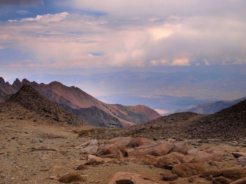 Looking east from the Lamarck Col Trail.