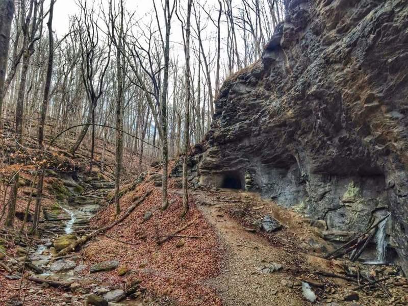 Path down to Smokey Bridge