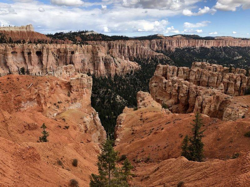 Descending into the canyon, amongst the hoodoos