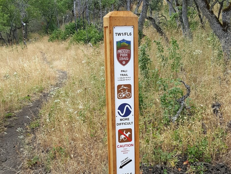 Typical trail marker at the Twilight / Pali trail junction
