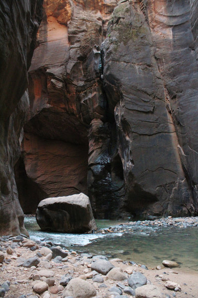 Hiking through the Narrows, capturing all the rock formations