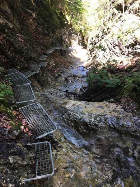 Upper cascades with footsteps