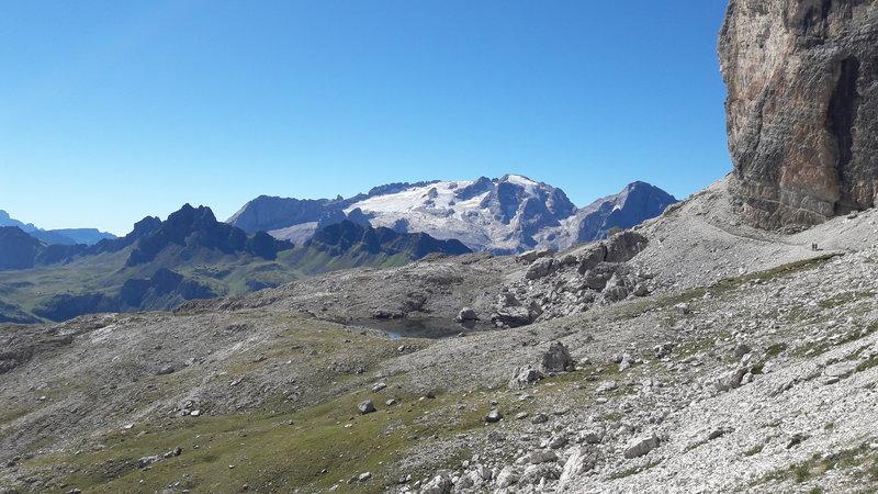 Il sentiero verso il Boe, dal rifugio Kostner.  Boe trail from Kostner hut