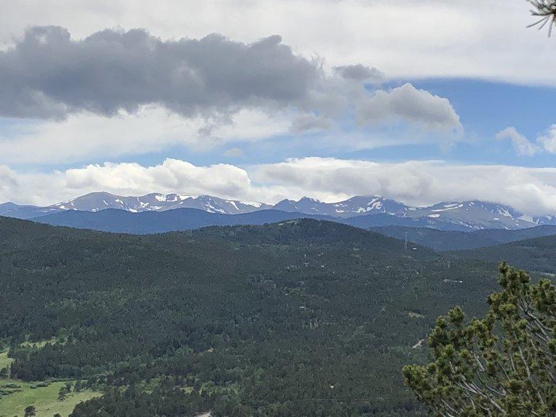 Fantastic mountain views on the Mule Deer Trail