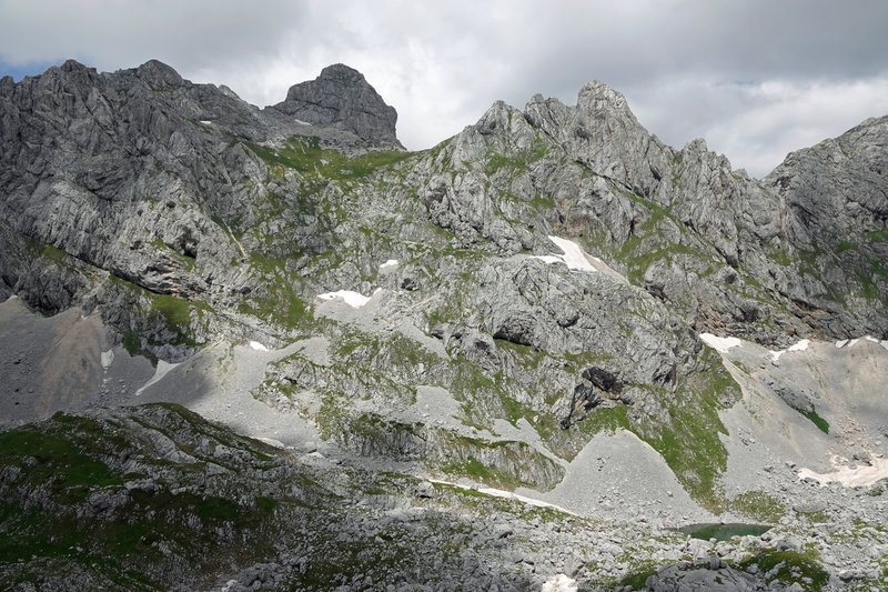 It is a steep 500 meter climb from Zeleni Vir Lake (bottom right) to Babotov Kuk's summit