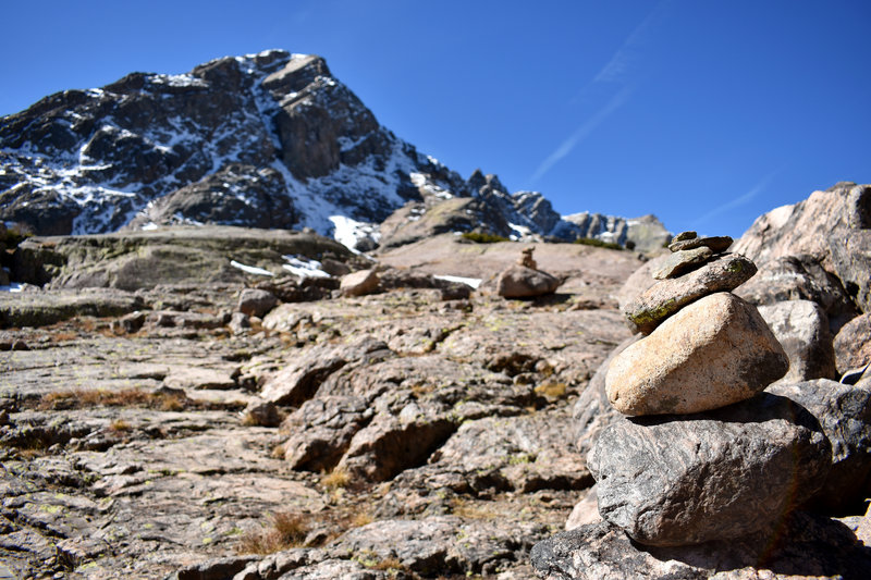 Cairns like these mark the route above the drainage.