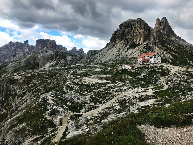 Dolomiti 105 descends from Rifugio Locatelli.