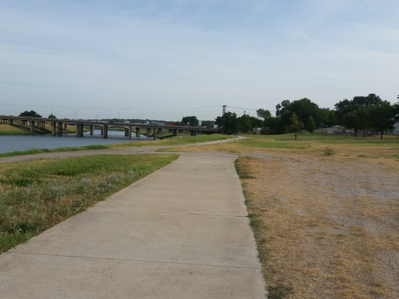 Walking down from Riverside South TH, where you can go straight on to Riverside North or Riverside THs, or you can head down to the low water crossing to the other side of the river