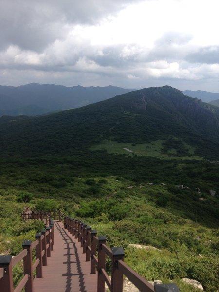 From Mt. Jaeyak to Mt. Cheonhwang