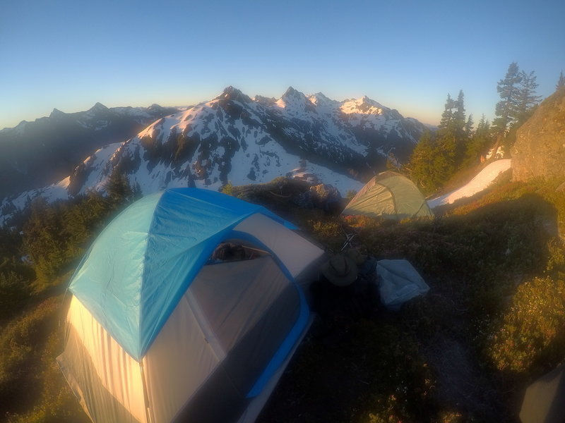 Nothing more serine then a camp, on a mountain, in the morning.