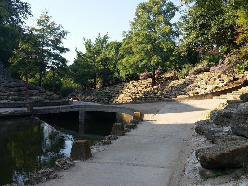 Marine Creek crossover in Saunders Park