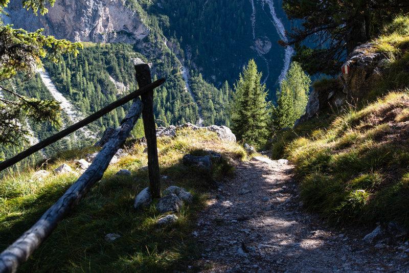 The trail Sentiero 16.