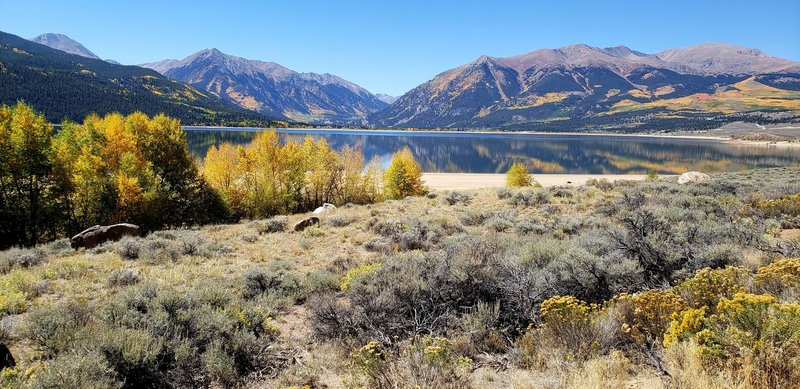 Twin Lakes fall view with Mt Elbert, the highest peak in the Rocky Mountains on the right
