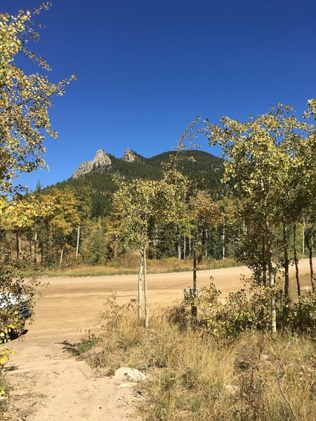 There's a little spur from Mule Deer to a small parking area off Gap Road, due south of Thorodin Mountain. If you see this on your hike, you'll need to turn around to get back on Mule Deer Trail.