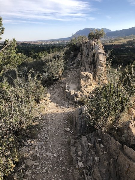 Great ridgeline singletrack with views of the Garden of the Gods