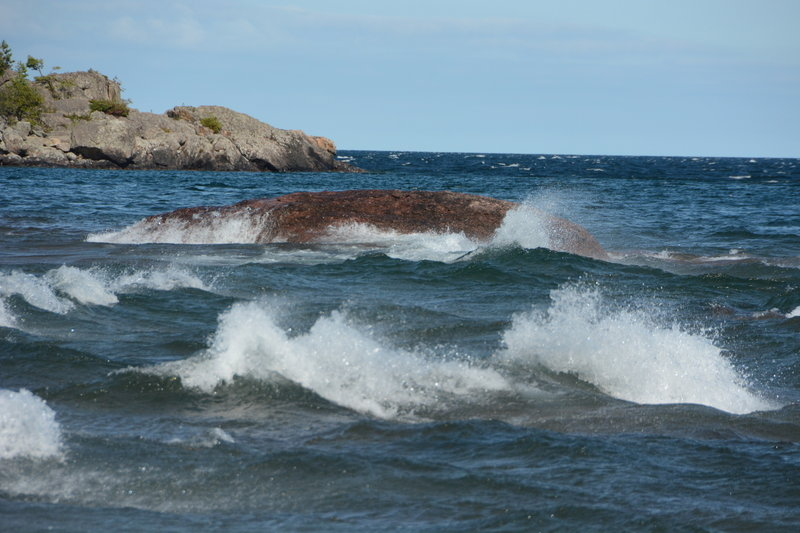 Strong currents and wind result in cool choppy waves