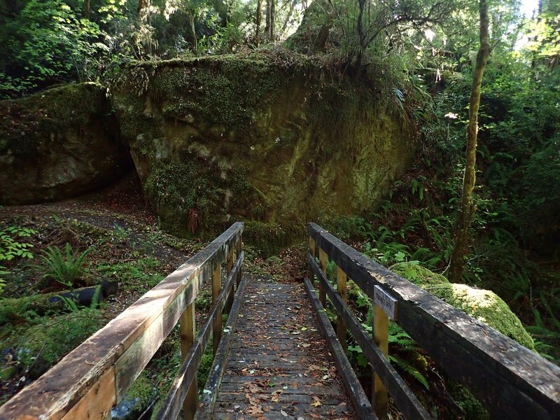 The giant rock at the east end of the Stonehouse Creek bridge