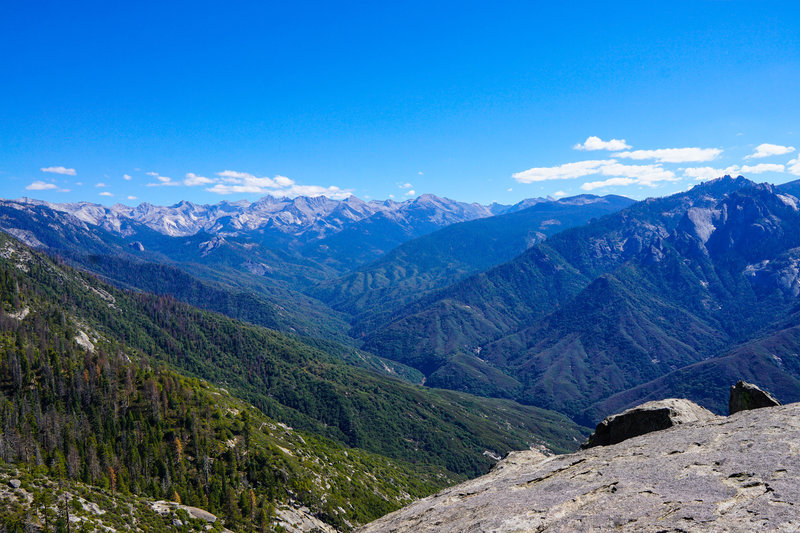 Views of the Sierra Nevada Range abound from the top of Moro Rock.