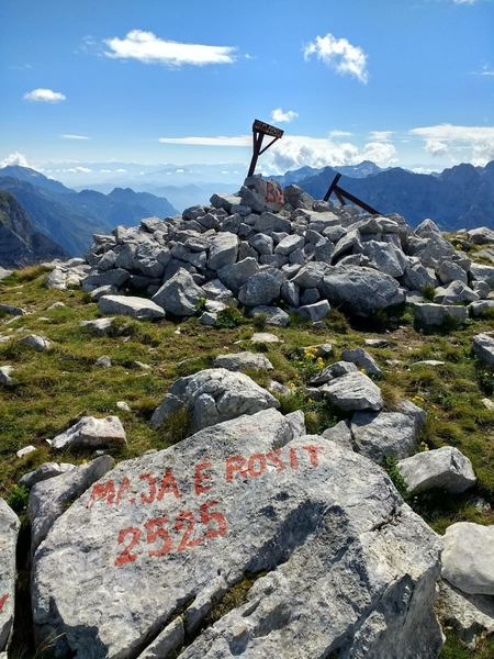 The markers at the summit of Maja e Rosit