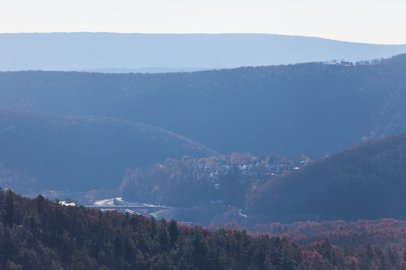 Looking right from overlook you can see town Jim Thorn, bridge over Lehiht River and surrounding mountains.