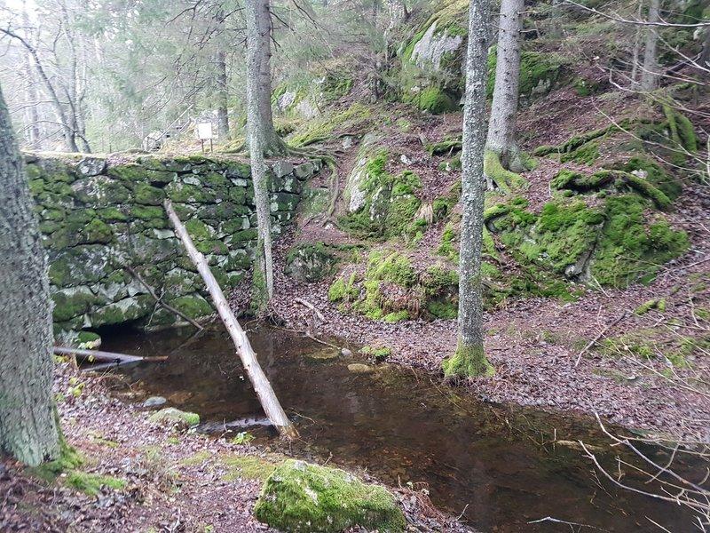 The old floodgate at the Lake Lanan.