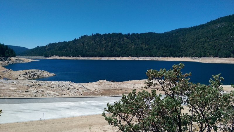 Looking at Pinecrest boat launch and dam from the start of the Pinecrest Lake National Recreation Trail