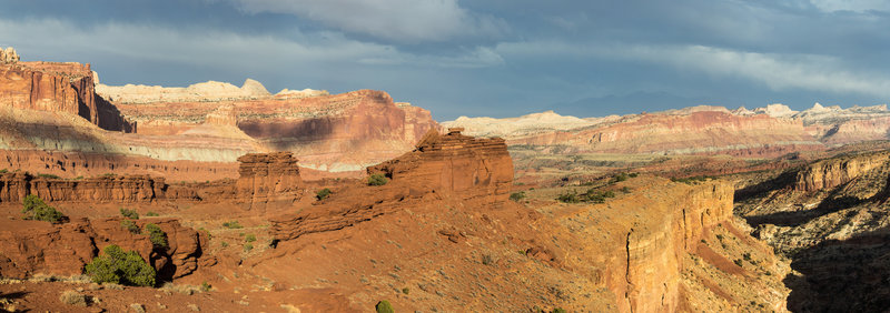 Panorama from Sunset Point across the Waterpocket Fold and Sulphur Creek