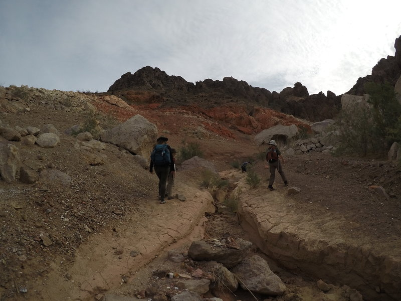 Hiking up the wash on the way to Dead Man's Arch.