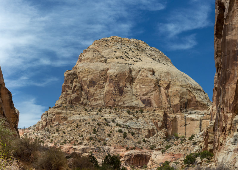 One of the huge Navajo Sandstone towers lining Grand Wash