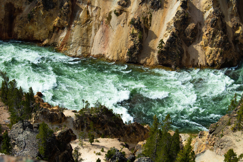 Yellowstone Canyon: A top view of the river from a lookout with a breathtaking view