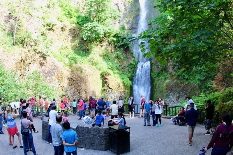 Crowd of tourists from view base of Multnomah Falls