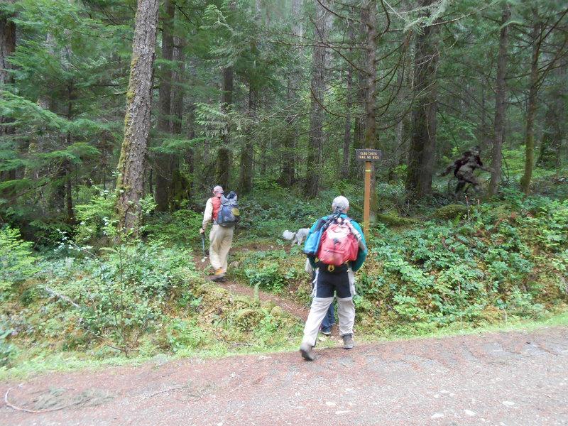 Hikers at trailhead of Elbo Creek