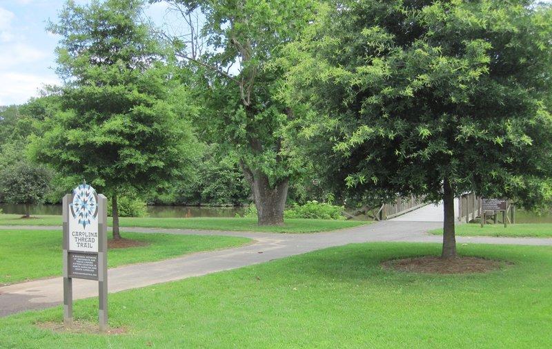 Trailhead at Riverside Park