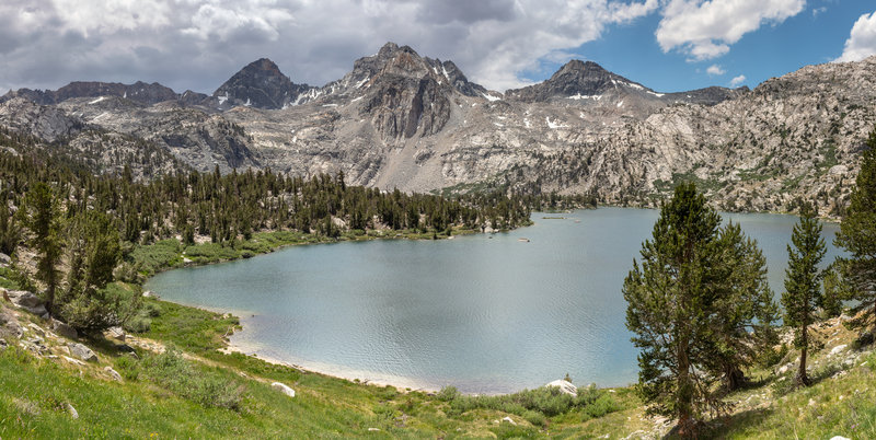 The middle Rae Lake with Glen Pass in the far.
