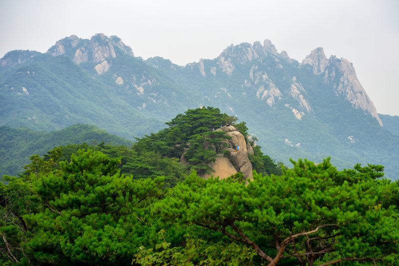 To the north, major rock climbing destinations, Dobongsan and Seoninbong