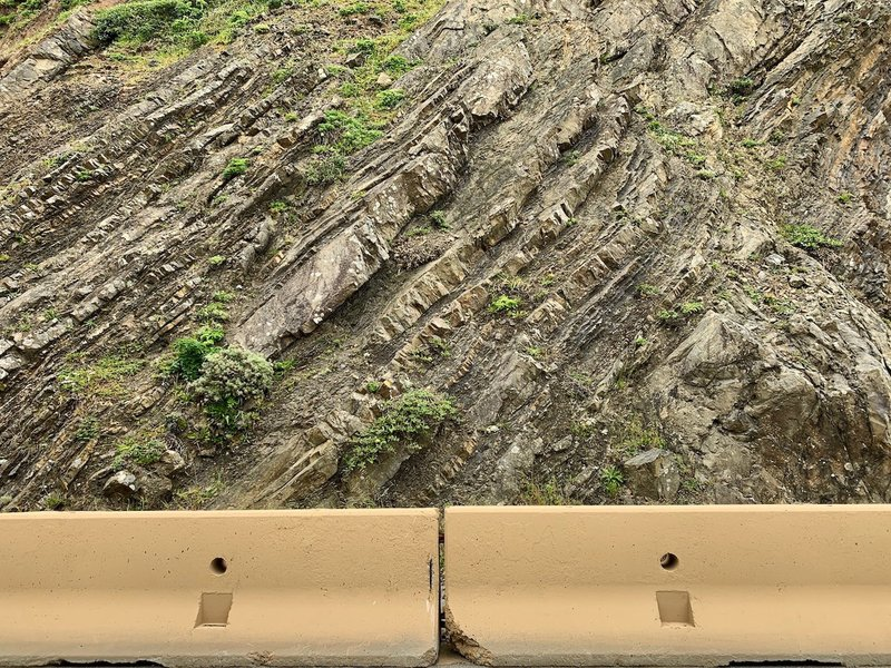 The trail is named for a feature of geology: the shale and sandstone are slipping into the Pacific. Sturdy barriers protect the road without inhibiting views.