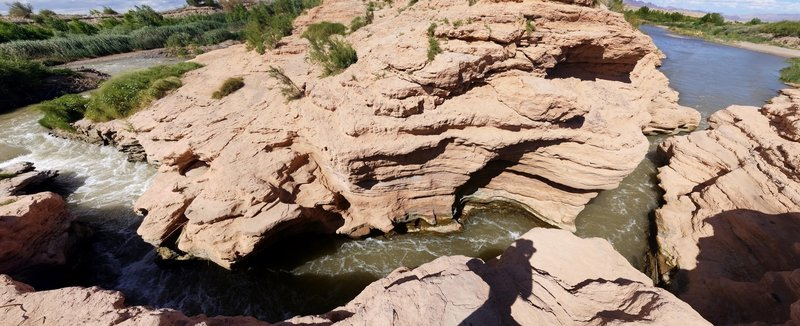 The Las Vegas Wash cut a small slot canyon through a sandstone ridge exposed by lowering lake levels.